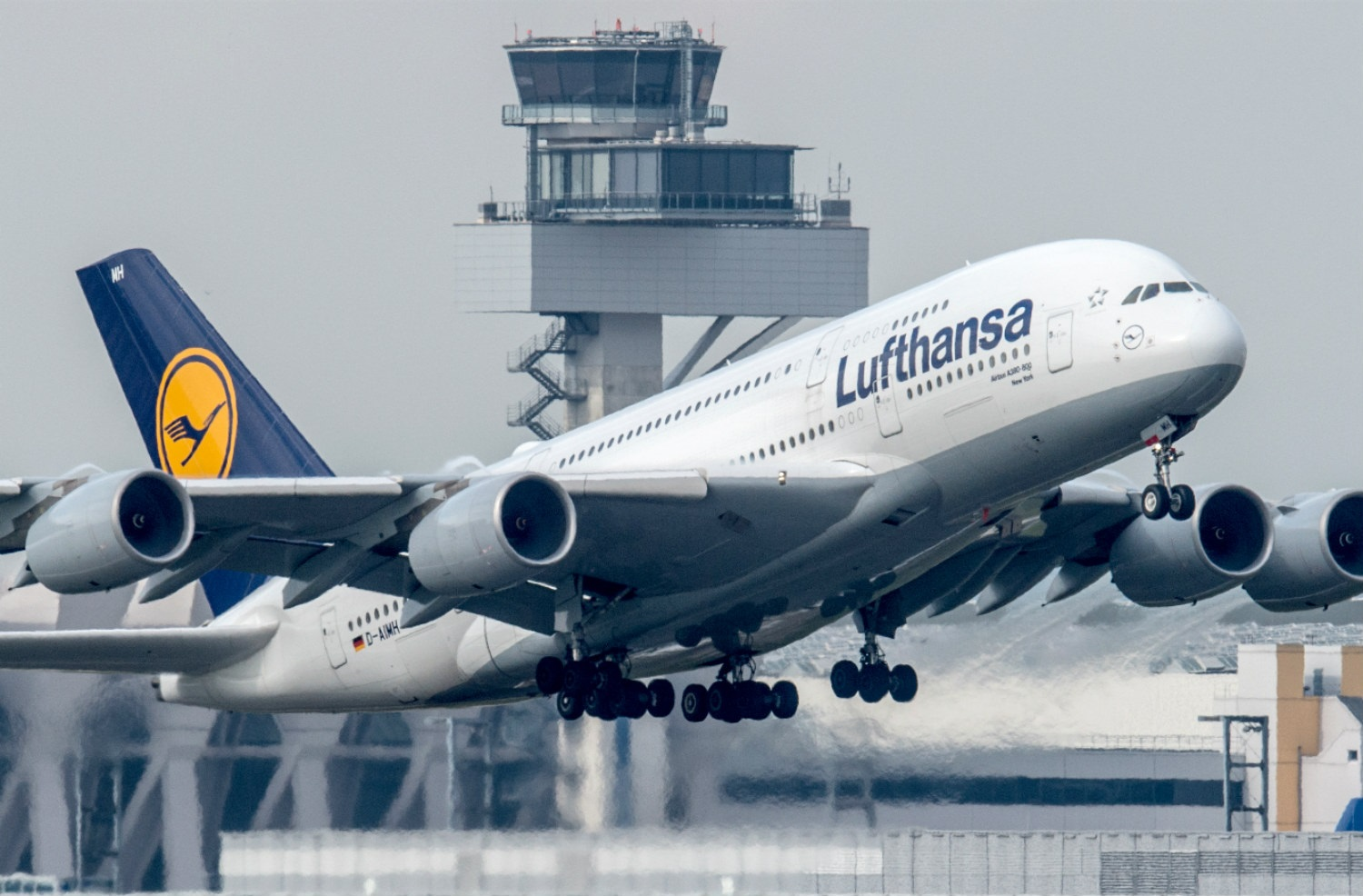 Lufthansa Airline Reports $2.3b Loss Due To Pandemic Effect